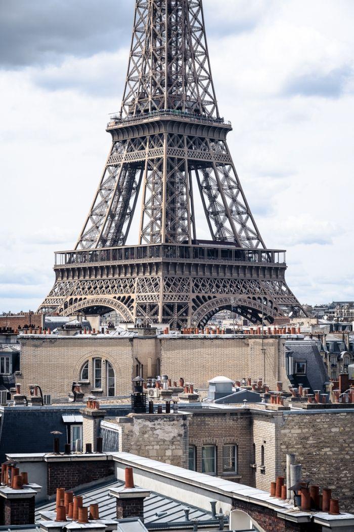 Surplombe Paris