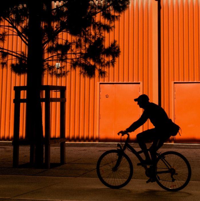 Cycliste orange